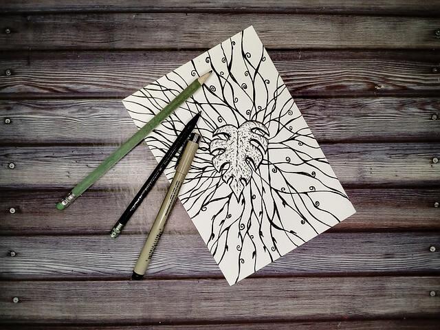 Block mit Stift auf Tisch